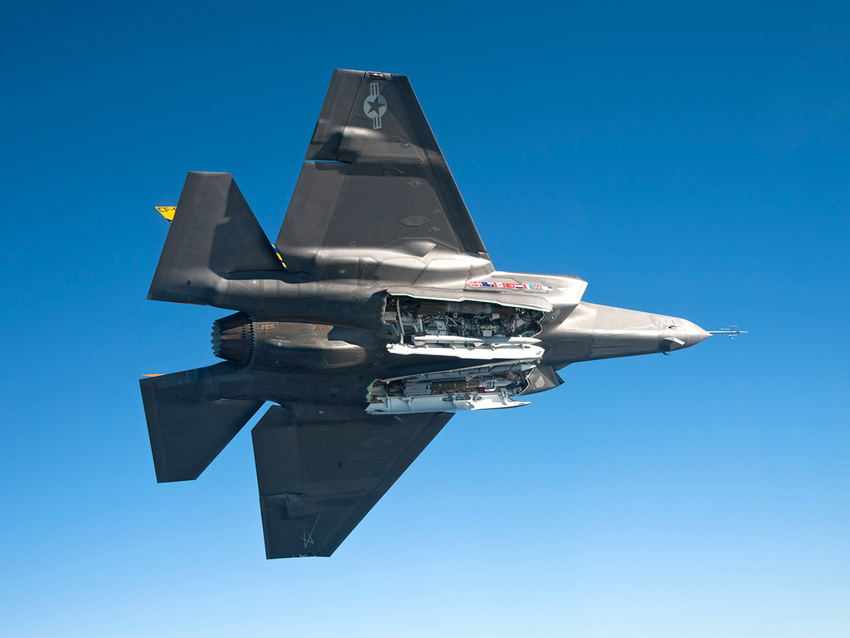 http://www.codeonemagazine.com/images/news/2012_F35C_weapons_P00493_web_1269967624_2521.jpg